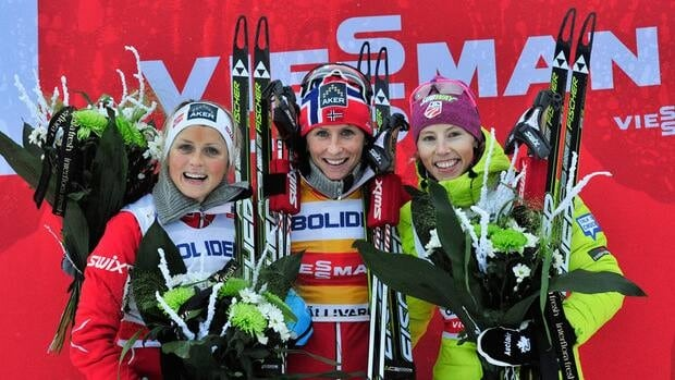 Norwegian skier Marit Bjoergen, centre, won the 10km event on Saturday in Sweden. Fellow Norweigan Therese Johaug, left, took second, and American Kikkan Randall plaxced third.