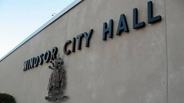wdr-620-city-hall-sign-outside
