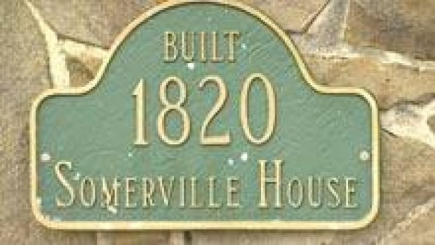 si-nb-sign-somerville-house-220