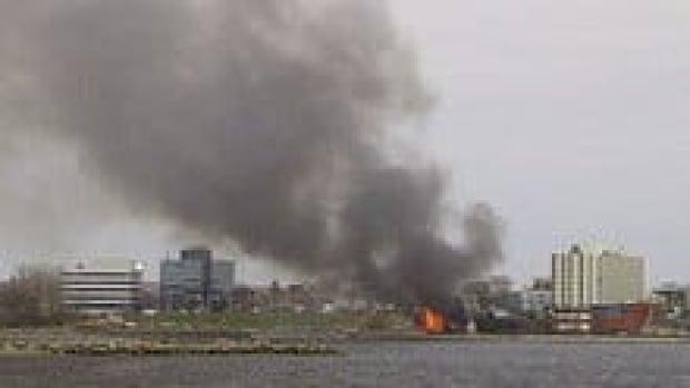 hi-ns-cb-yacht-fire-3col