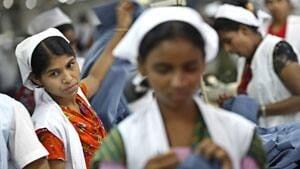 mi-bangladesh-garment-workers2-rtr33y52