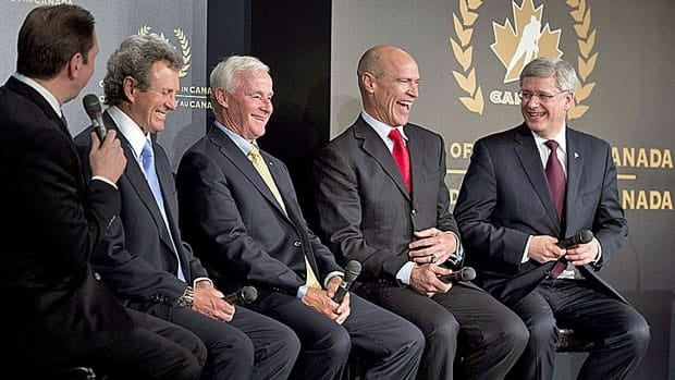 Prime Minister Stephen Harper, shares a laugh with, right to left, Mark Messier, Dave King, Paul Henderson and moderator Gord Miller during a discussion of hockey at an induction ceremony into the Order of Hockey in Canada in Ottawa Monday.