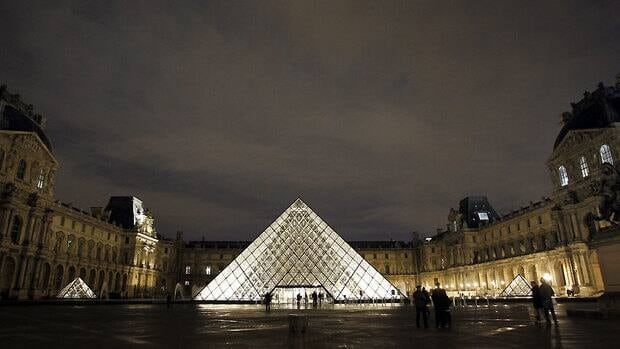 The Louvre, the world's most popular art museum, drew a record 8.8 million visitors in 2011, officials at the Paris venue have announced.