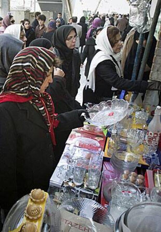 iran-shop-300-rtr2v8d3