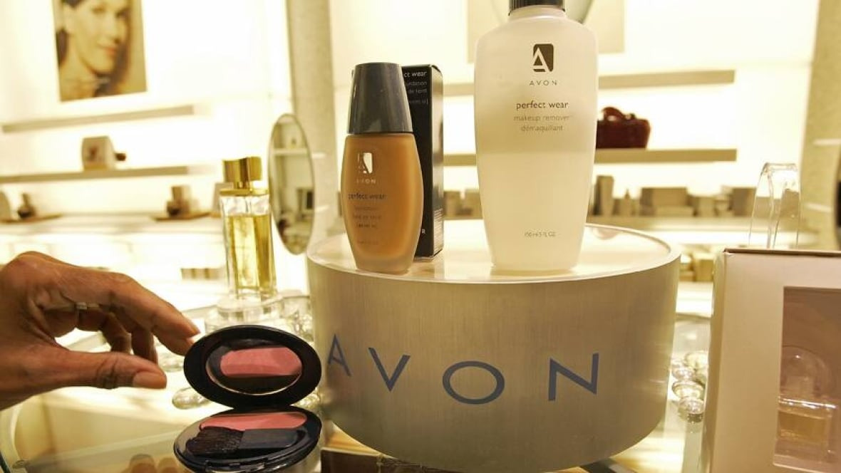 Avon slashes hundreds of jobs in Montreal