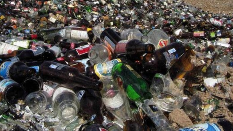 Quebec City recycles 100% of glass while rest of province struggles to keep up