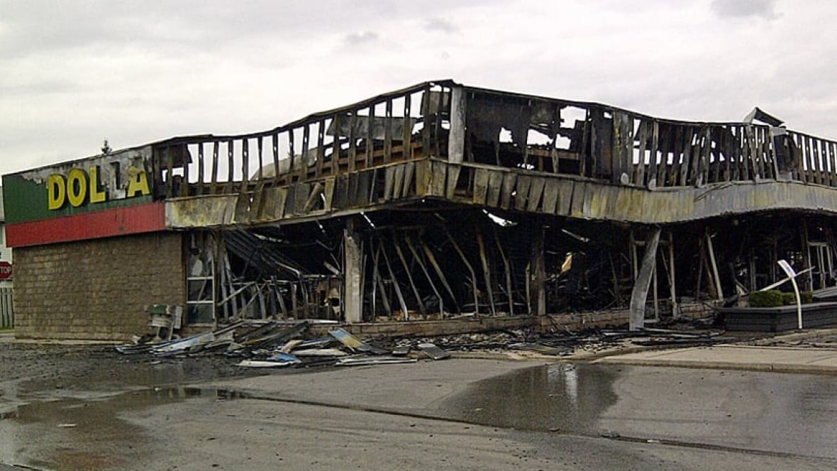 Dollarama Fire Closes Businesses For A Month Windsor