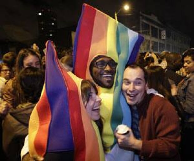 300-gay-marriage-cp-0354546