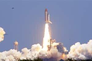 si-atlantis-liftoff-300