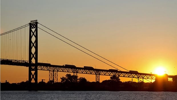 hi-wdr-ambassador-bridge-sunset
