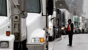 mi-bc-archive-trucks-border-crossing-surrey-reuters