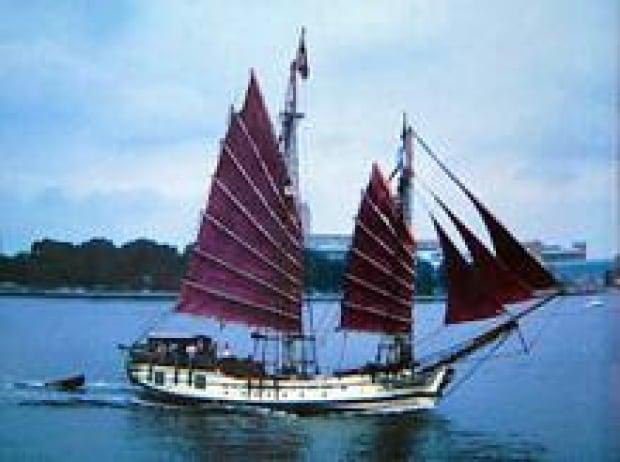 ship-sails-220