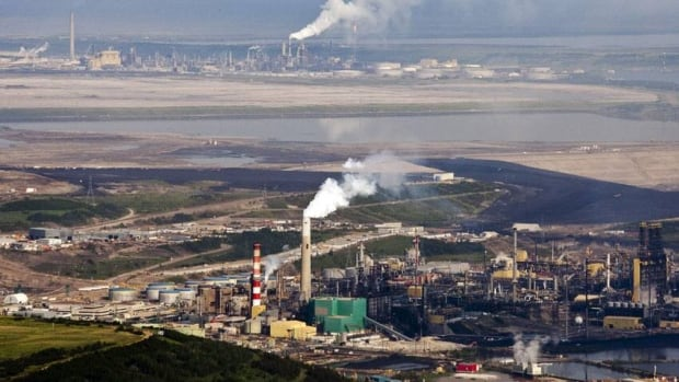 The Suncor oilsands facility seen from a helicopter near Fort McMurray, Alta. Warren Buffett has bought into the Calgary-based company.