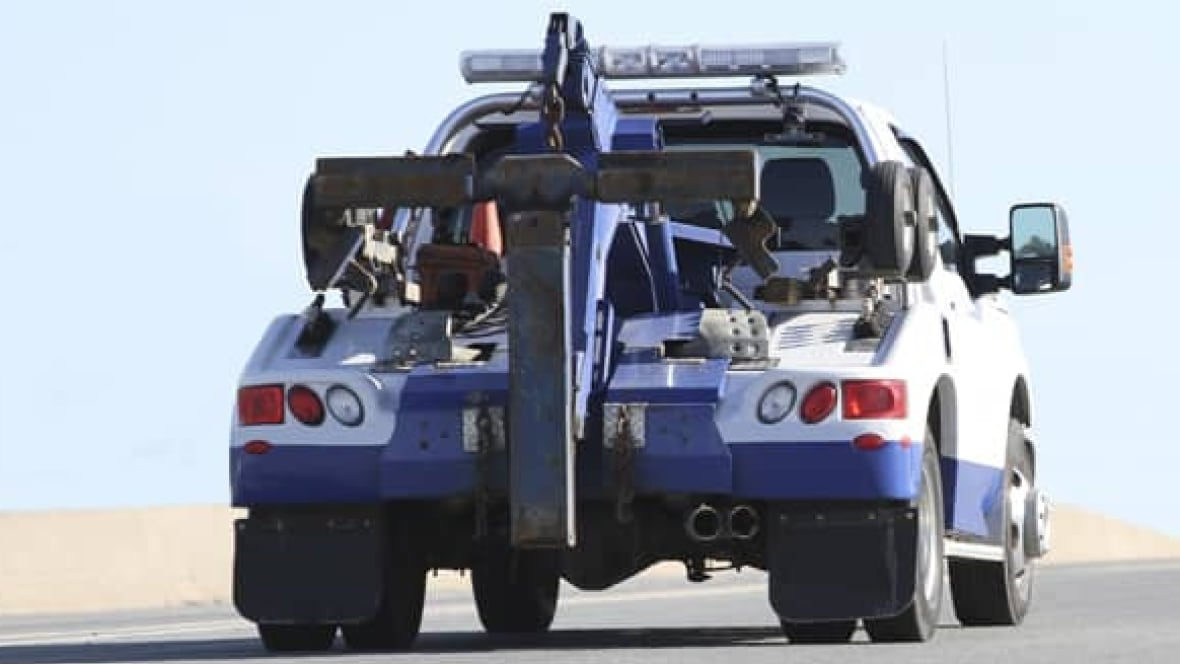 Tow Truck Ottawa >> Toronto tow truck rules could change, with fixed rate to ...