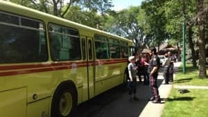 mi-slumping-bus-pick-up