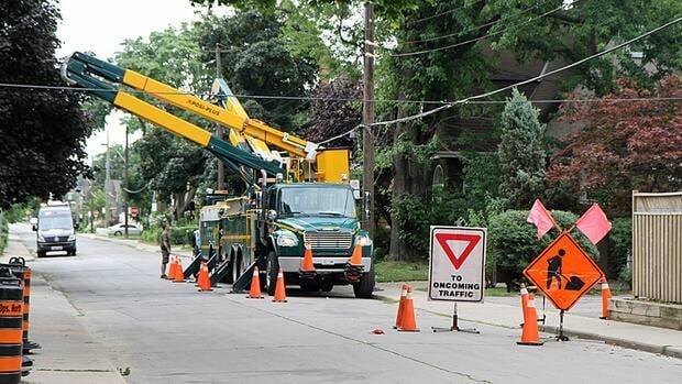 Crews are still working to restore power to homes in Hamilton, Monday morning, Horizon Utilities says.