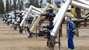 hi-oil-worker