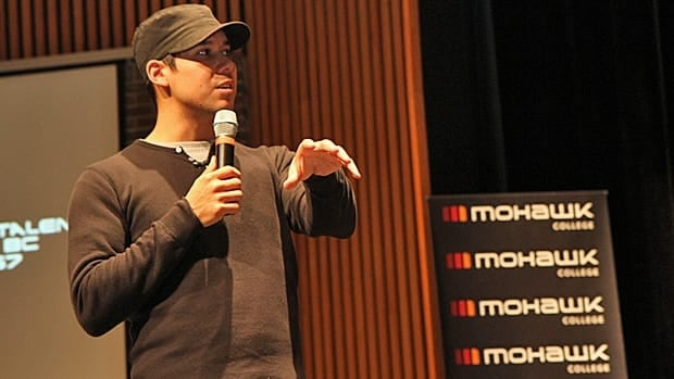 Justin Rain, of Blackstone and Twilight: Eclipse, motivates First Nations students at Mohawk College. (Samantha Craggs/CBC)