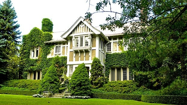 The house at 12 Ravenscliffe is on the honour roll for a show opening during SuperCrawl: The Grand Durand – Mansions of Hamilton. Lots of Windex needed here, because the 1908 home has 84 windows.