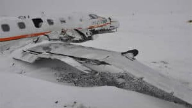 mi-plane-on-ground-with-snow-rcmp