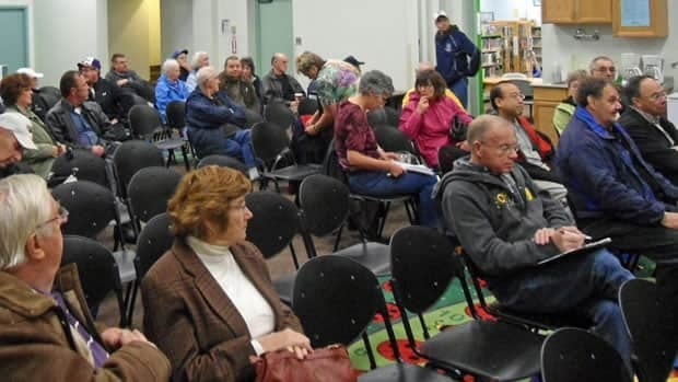 About 40 people filled the small auditorium at Waverley Library this week to discuss the location of the proposed event centre for Thunder Bay.