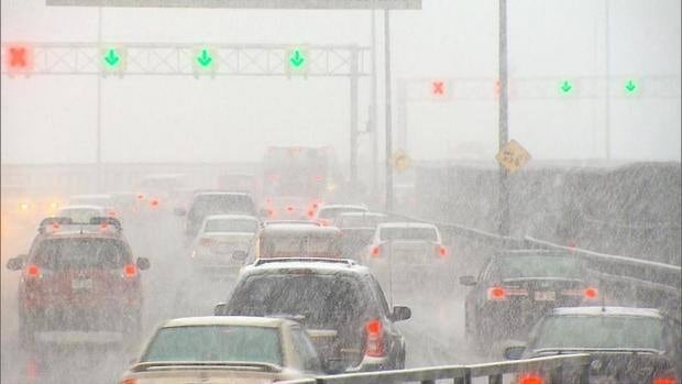 Weather experts say snowfall could affect Montrealers' morning commute on Monday.