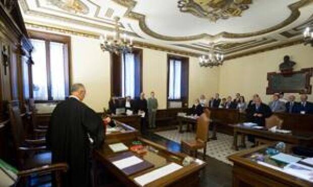 mi-vatican-courtroom-300-rt