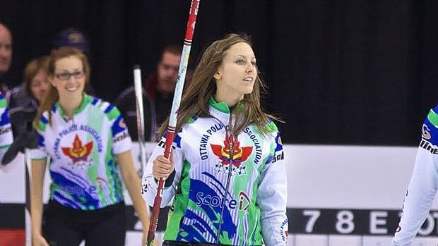Rachel Homan acknowledges the crowd in Brantford, Ont., after her victory on Sunday.