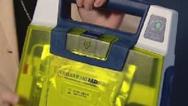 hi-defibrillator-852-4col