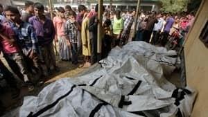 si-bangladesh-fire-bodies-300-rtr3aujc