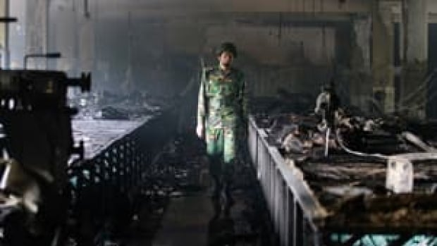 si-bangladesh-fire-300--rtr3aujq