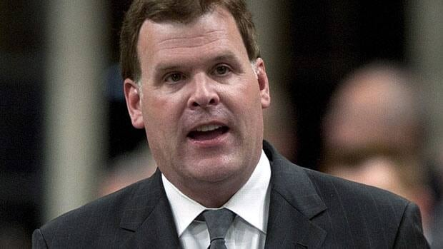 Canada's Commissioner of Official Languages has asked Foreign Minister John Baird to stop using English-only business cards, which violoate the government's communications policy. Baird has maintained that he has bilingual cards available as well.