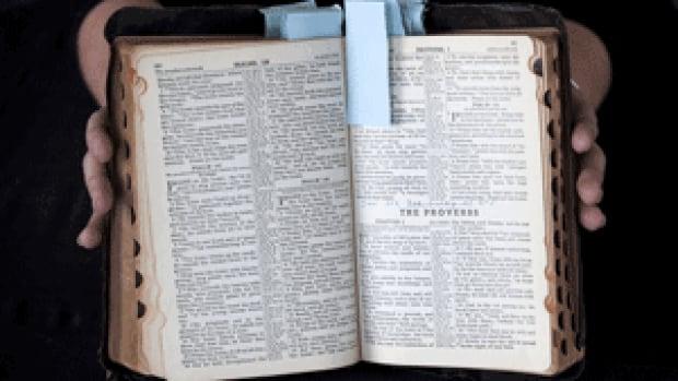 si-elvis-bible-03198398