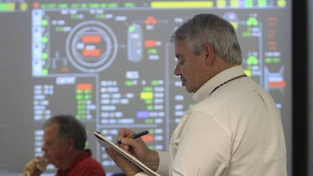 Walter Lee, manager of nuclear emergency preparedness, conducts an emergency preparedness drill in Chattanooga, Tennessee. U.S. nuclear regulators are overhauling community emergency planning for the first time since the Three Mile Island disaster.