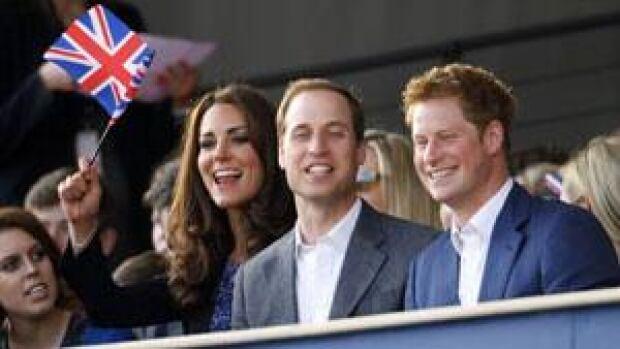 royal-concert-watchers-300