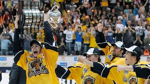 Shawinigan captain Michael Bournival raises the Memorial Cup as his teammates celebrate at Bionest Centre.