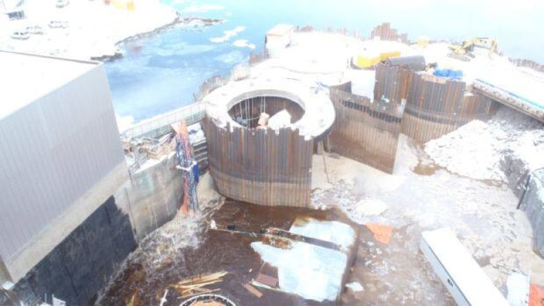 Temporary dam flood pauses hydro project   CBC News