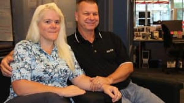 Diana and Calvin Brydges will re-launch an essay contest to sell their Aylmer, Ont. home after falling short of the required 3000 entries by 808.