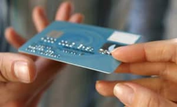 si-hands-credit-card-istock