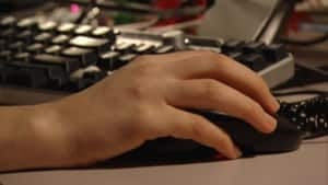 hi--computer-user-internet-4col