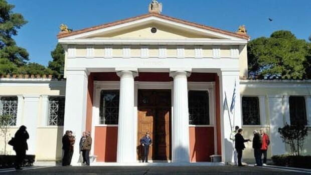 hi-greek-museum-cp-02154458-6col