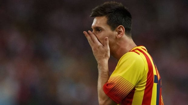 Lionel Messi left Wednesday's match against Atletico Madrid as a precaution after feeling pain in his left leg.