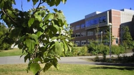 hi-bc-120902-university-of-victoria-4col