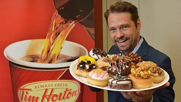 Actor Jason Priestley helped choose Andrew Shepherd's entry as number one in the Duelling Donuts competition on Monday.