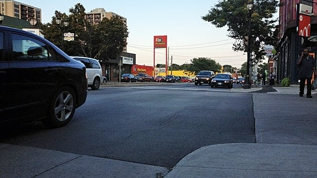 A city study team will look at making Cannon and Queen streets two-way. (Samantha Craggs/CBC)