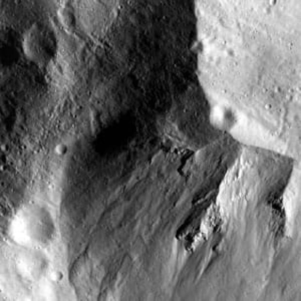 cp-02624443-300px-asteroid
