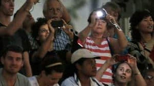 hi-solar-eclipse-watchers-8-4col