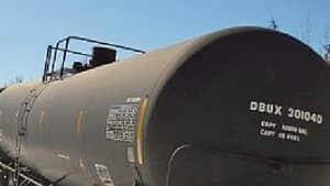 hi-rail-tank-car-852-4col