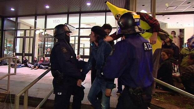 Quebec City police detained 84 protesters outside the building where student leaders were in negotiations with cabinet ministers on Monday night.