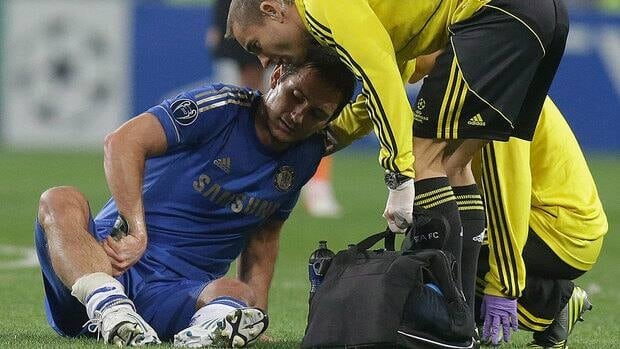 Chelsea midfielder Frank Lampard, left, reacts after aggravating a right calf injury in a group E Champions League soccer match against Shakhtar Donetsk on Tuesday.